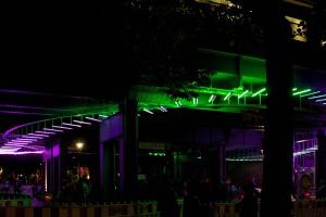 Das Leuchtobjekt wurde der spezifischen Form der Brücke angepasst. Foto: Gordon Wehowsky