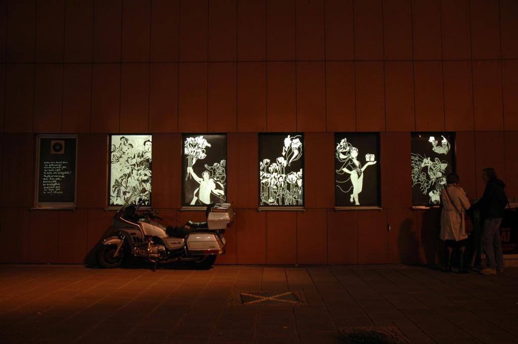 Nachts leuchten die Bilder wie riesige Lichtgrafitti. Fotos: Andreas Wiegand