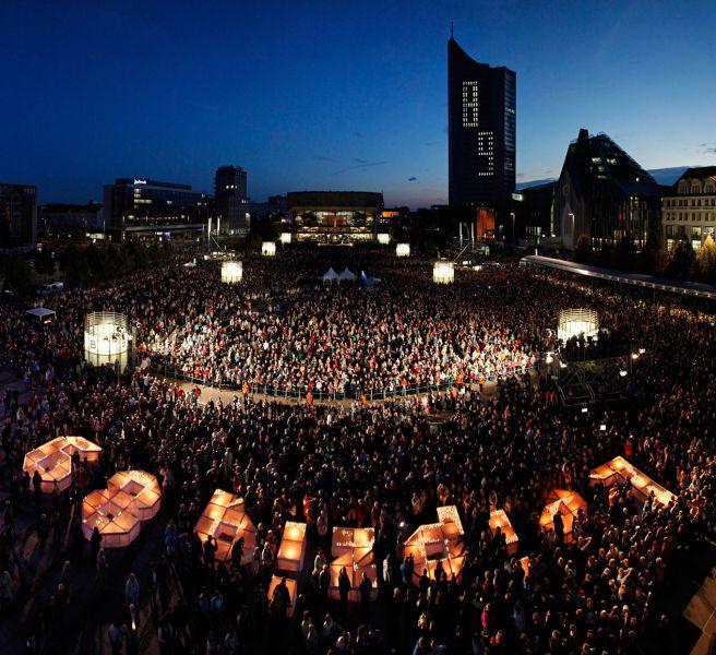 Rund 200 000 Menschen versammlten sich auf dem Leipziger Innenstadtring und dem Augustusplatz. Foto: LTM/punctum, Schmidt