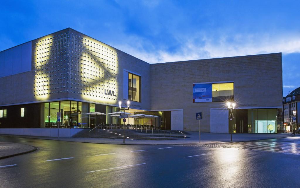 Otto Pienes Kunst, hier die Lichtkugeln, konzentrierte sich auf den Außenbereich. Foto: LWL/Neander
