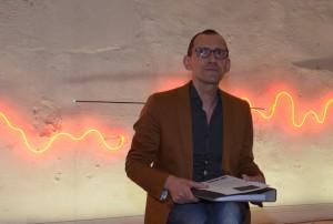 Bei einem Besuch im Herbst 2015 konzipierte Direktor John Jaspers (Foto) die Ausstellung zusammen mit dem französischen Lichtkünstler. Foto: Wolfgang Teipel