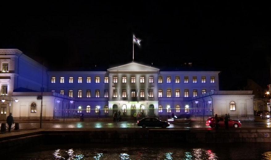 Die Fassaden des Rathauses, der schwedischen Botschaft, dem Obersten Gericht und dem Präsidentenpalast direkt am Meer werden beleuchtet. Foto: conceptual image
