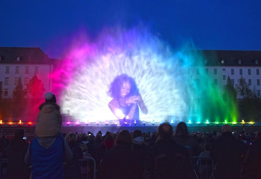 Milliarden Wassertropfen und Lasertechnik ergeben eine Super-Show. Foto: Martin Büdenbender